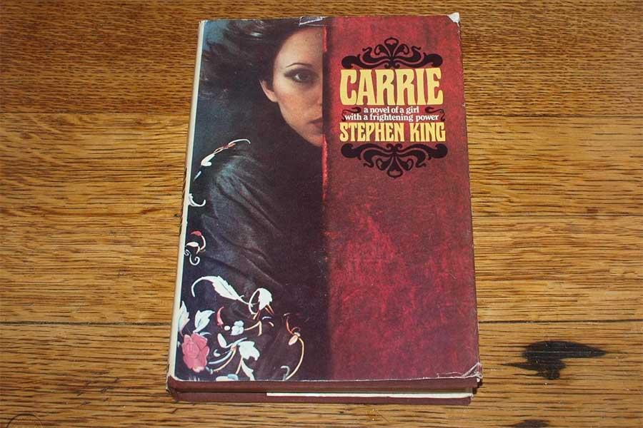 বই সংক্ষেপ: স্টিফেন কিং-এর প্রথম উপন্যাস 'কেরি'